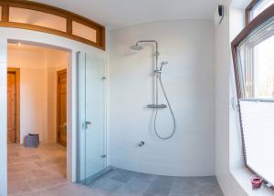 Fliesenarbeiten, geflieste Dusche