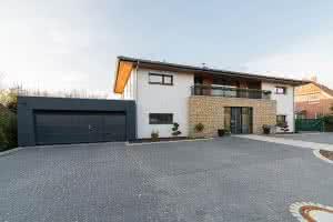 Naturstein-Außenfassade, Verblendarbeiten, Fliesenarbeiten