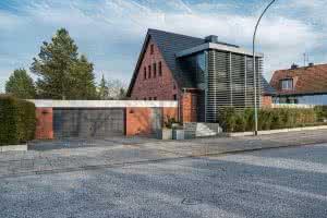 Anbau, Fliesenarbeiten, Beton-Treppe